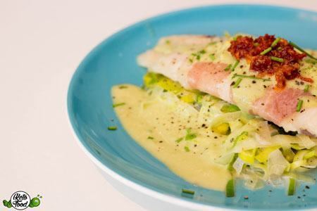 Ketogenes-Pangasius-Filet-im-Serrano-Mantel