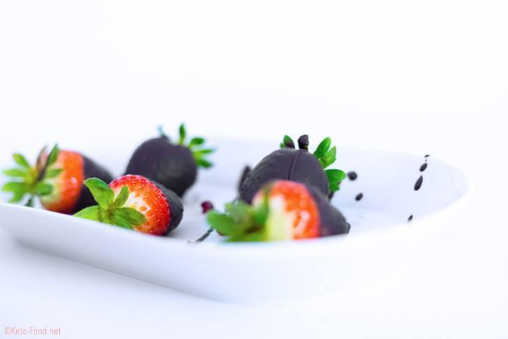 Ketogene Schokoladen Erdbeeren