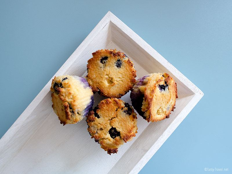 keto blueberry-muffins